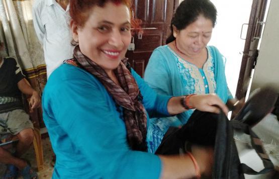 कार्यक्रम मा सहयोग गर्दै कर्मचारी हरु